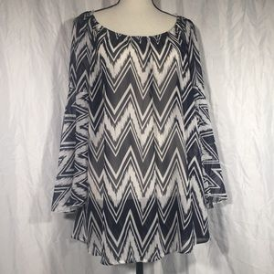 J Mode NWT Chevron Bell Sleeve Oversized Blouse 🦖